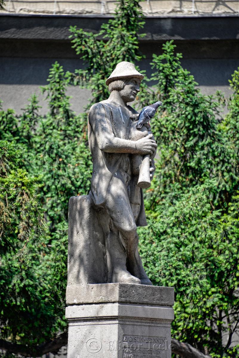 Marx Augustin & Bagpipes, Neustiftgasse, Vienna, Austria
