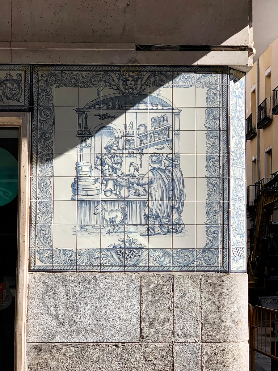 Farmacia Leon | Lion Pharmacy - Detail, Madrid