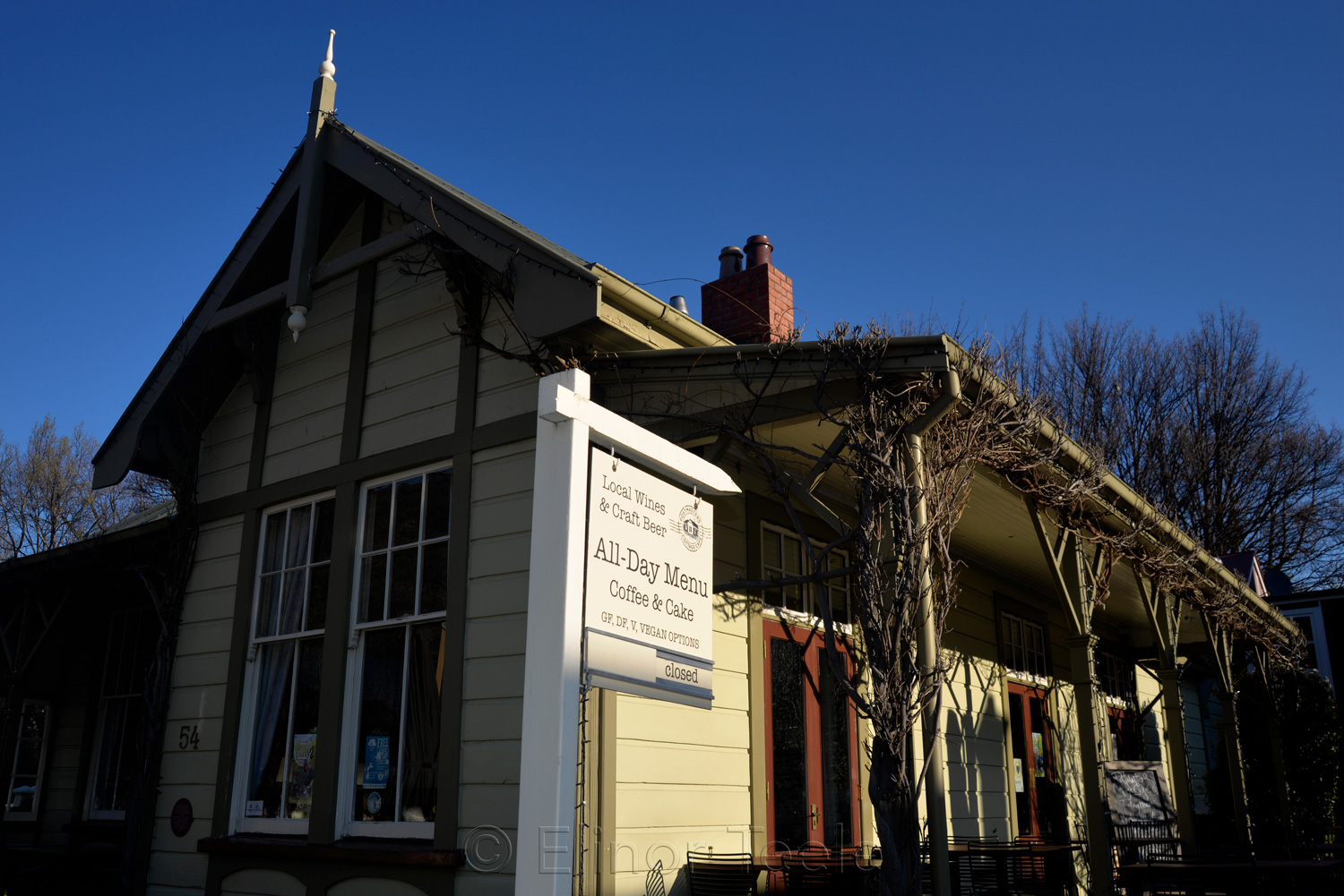 Arrowtown - Postmasters Cottage Cafe in September